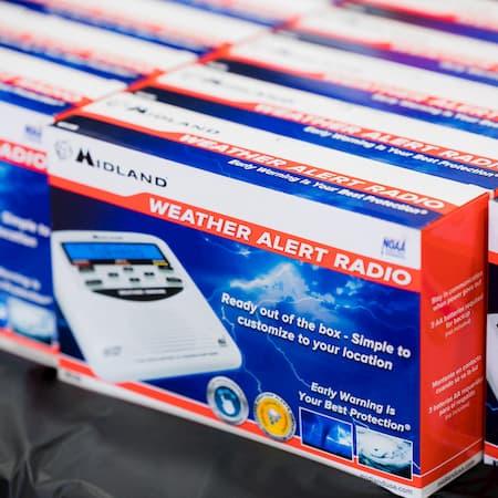 foto de radios de alerta meteorológica