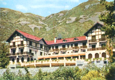 Large, mountainside hotel in Las Heras, Argentina